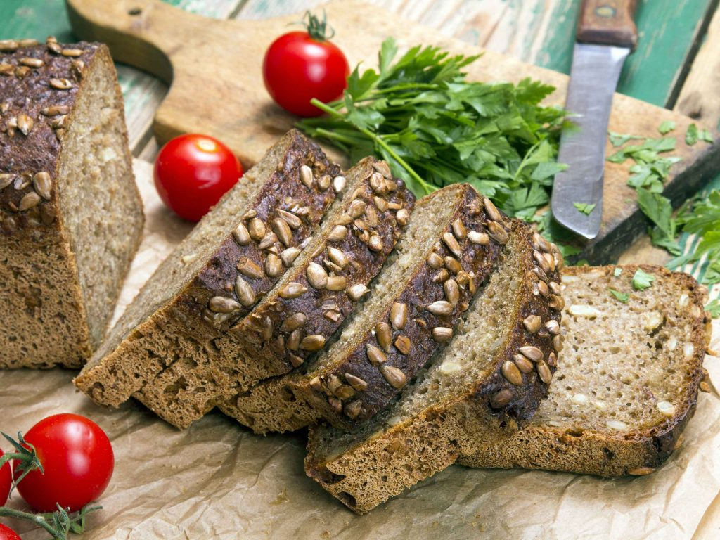 luchtig koolhydraatarm zonnebloempitten brood