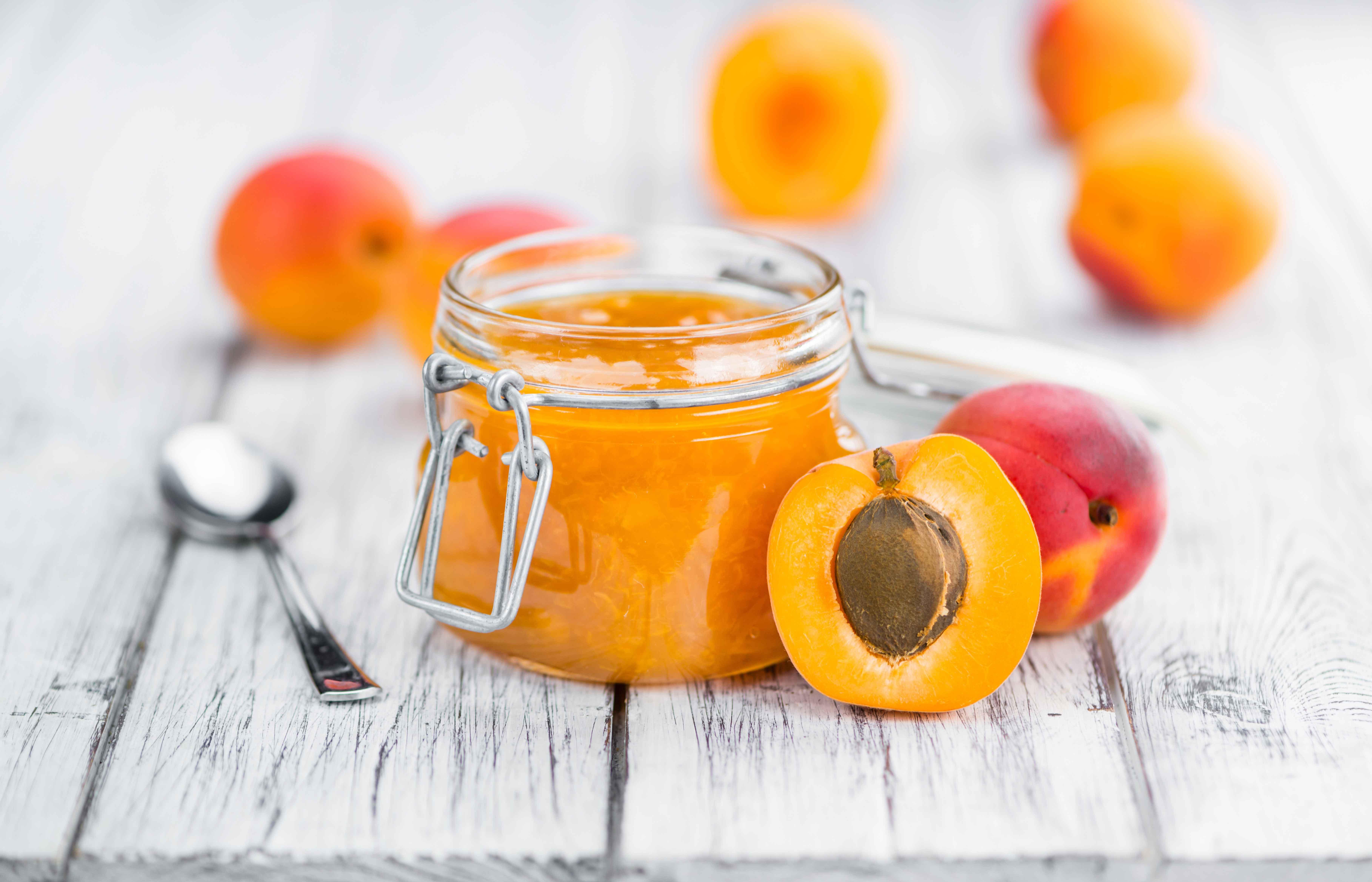 zelfgemaakte koolhydraatarme suikervrije abrikozen confituur keto dieet