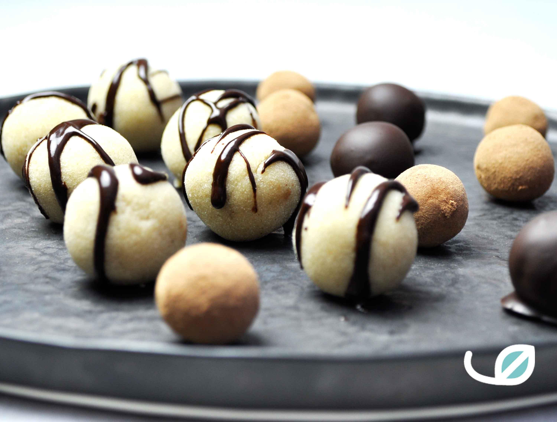 Keto marsepein met chocolade en cacaopoeder