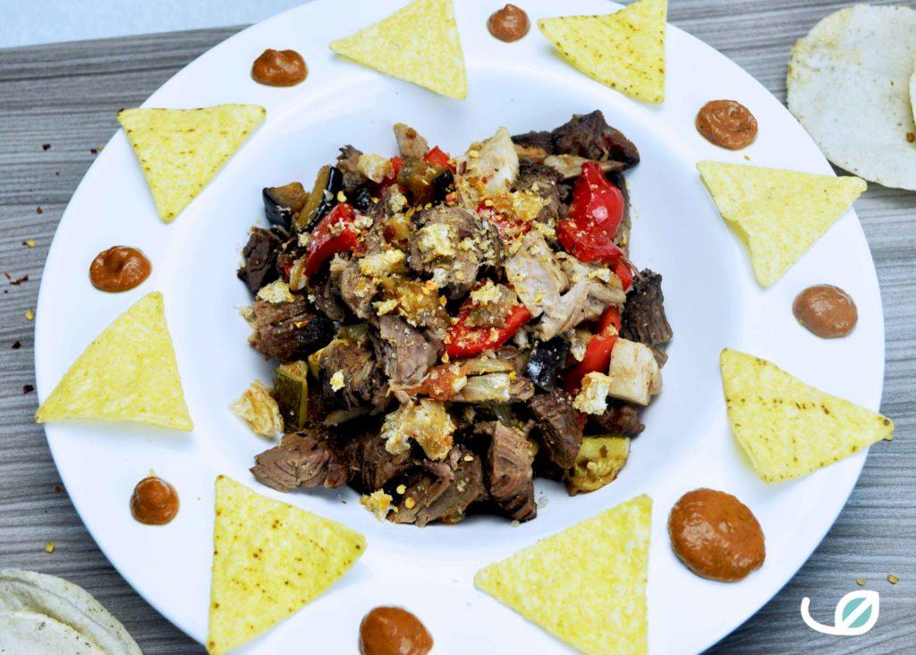 Keto traag gegaard pulled beef taco en dorito bowl