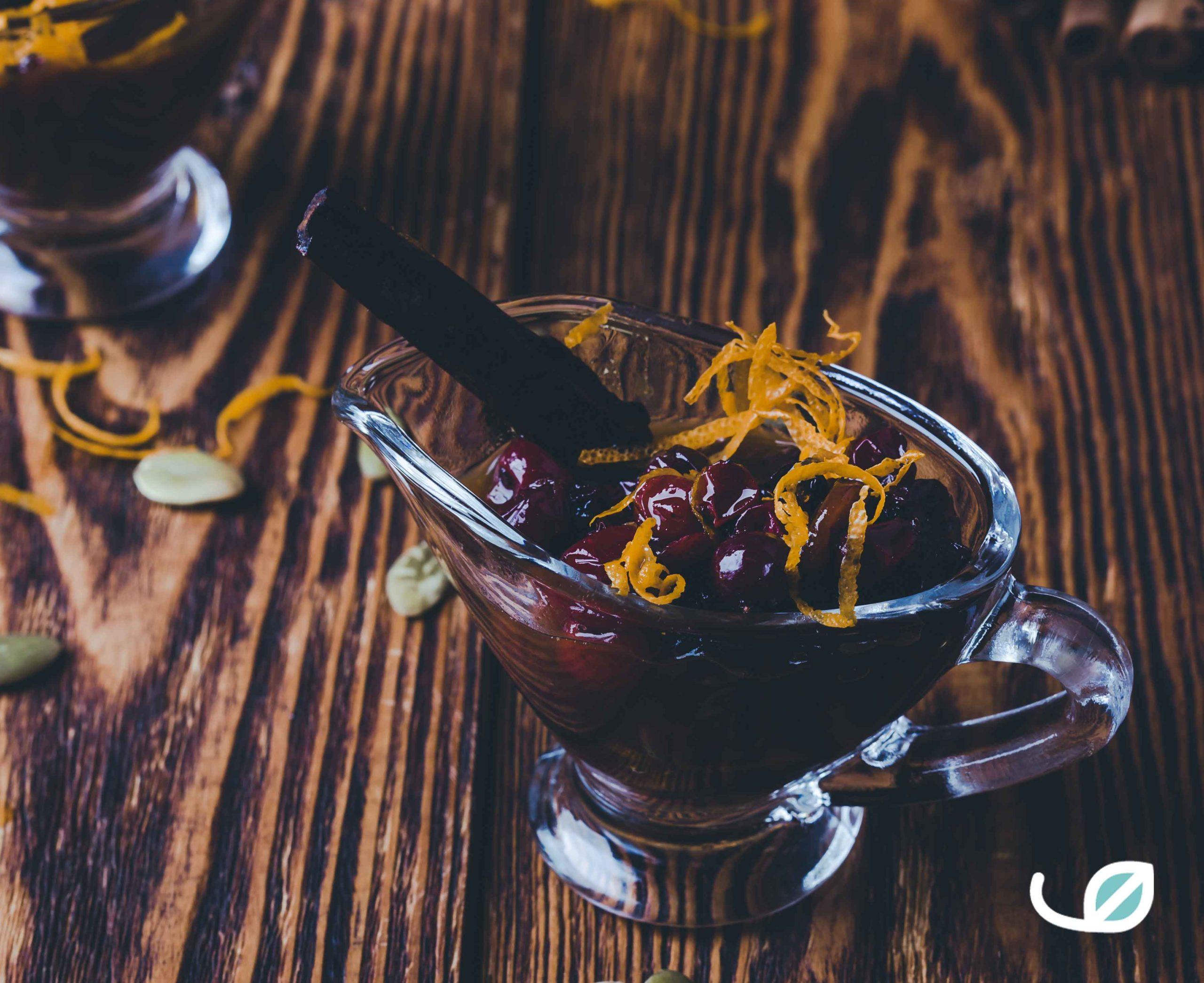 Keto Cranberry saus Veenbessen saus met kaneel chocolade en zeste van sinaas