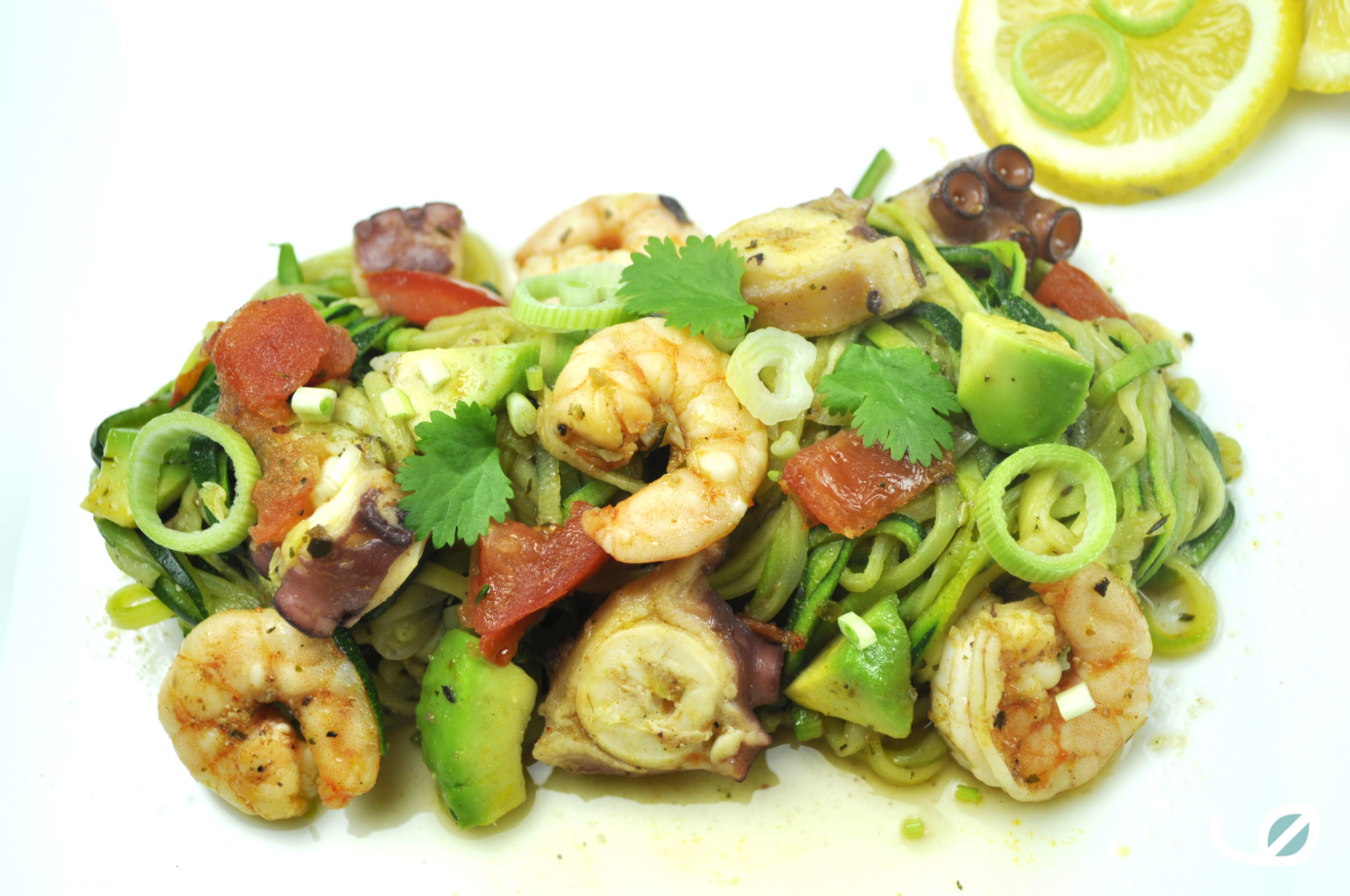 oolhydraatarme courgetti met scampi octopus avocado tomaat