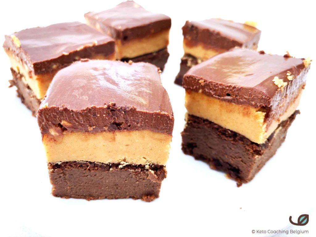 Keto Snicker Brownies met pindakaas pindaboter en chocolade ganache suikervrij