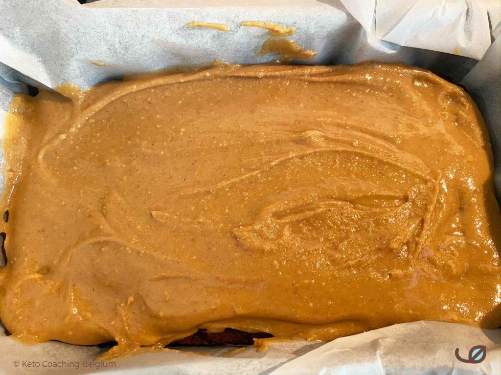 Keto pindakaas pindaboter karamel laag