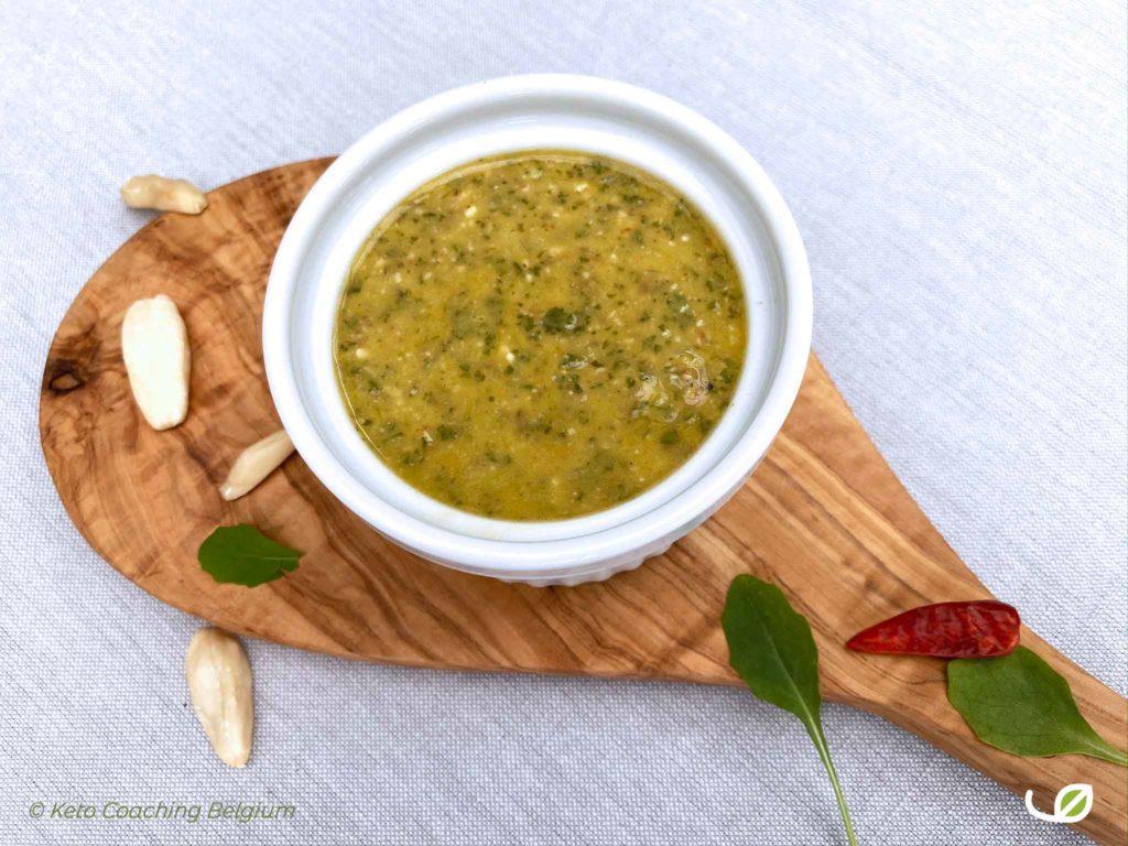 Keto Salsa Verde met rucola pili noten chili look basilicum