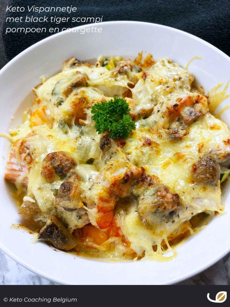 Keto vispannetje met pompoen courgette zalm dorade schelvis zeewolf scampi champignonroomsaus geraspte kaas gegratineerd