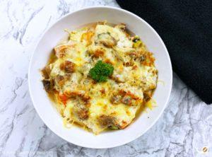 Keto vispannetje pompoen en courgette zalm dorade schelvis zeewolf scampi champignonroomsaus geraspte kaas