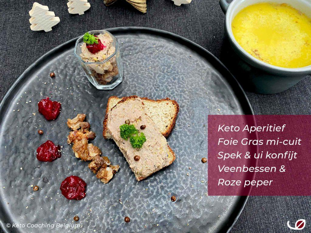 Keto aperitief homemade foie gras mi-cuit op keto brood en glaasje met spek ui konfijt en foie gras met veenbessen confituur en roze peper