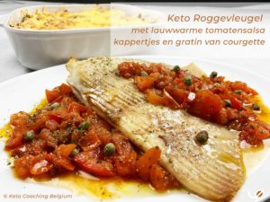 Keto roggevleugel met lauwwarme tomatensalsa kappertjes botersaus met gratin van courgette