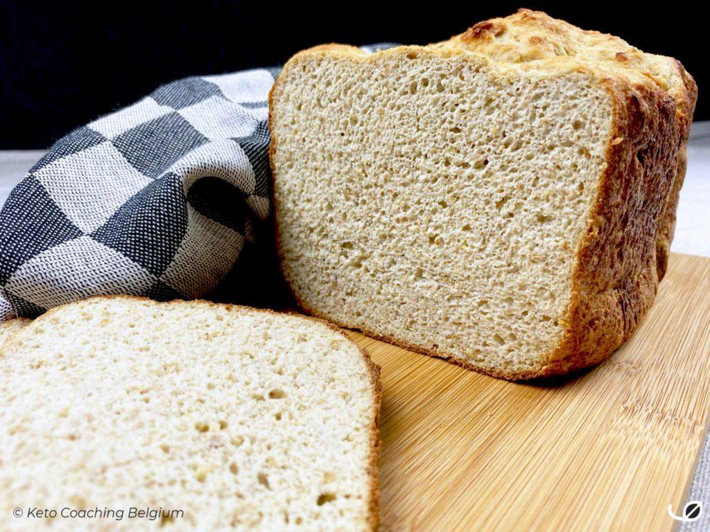 Keto low carb koolhydraatarm graanvrij glutenvrij brood uit de broodbakmachine