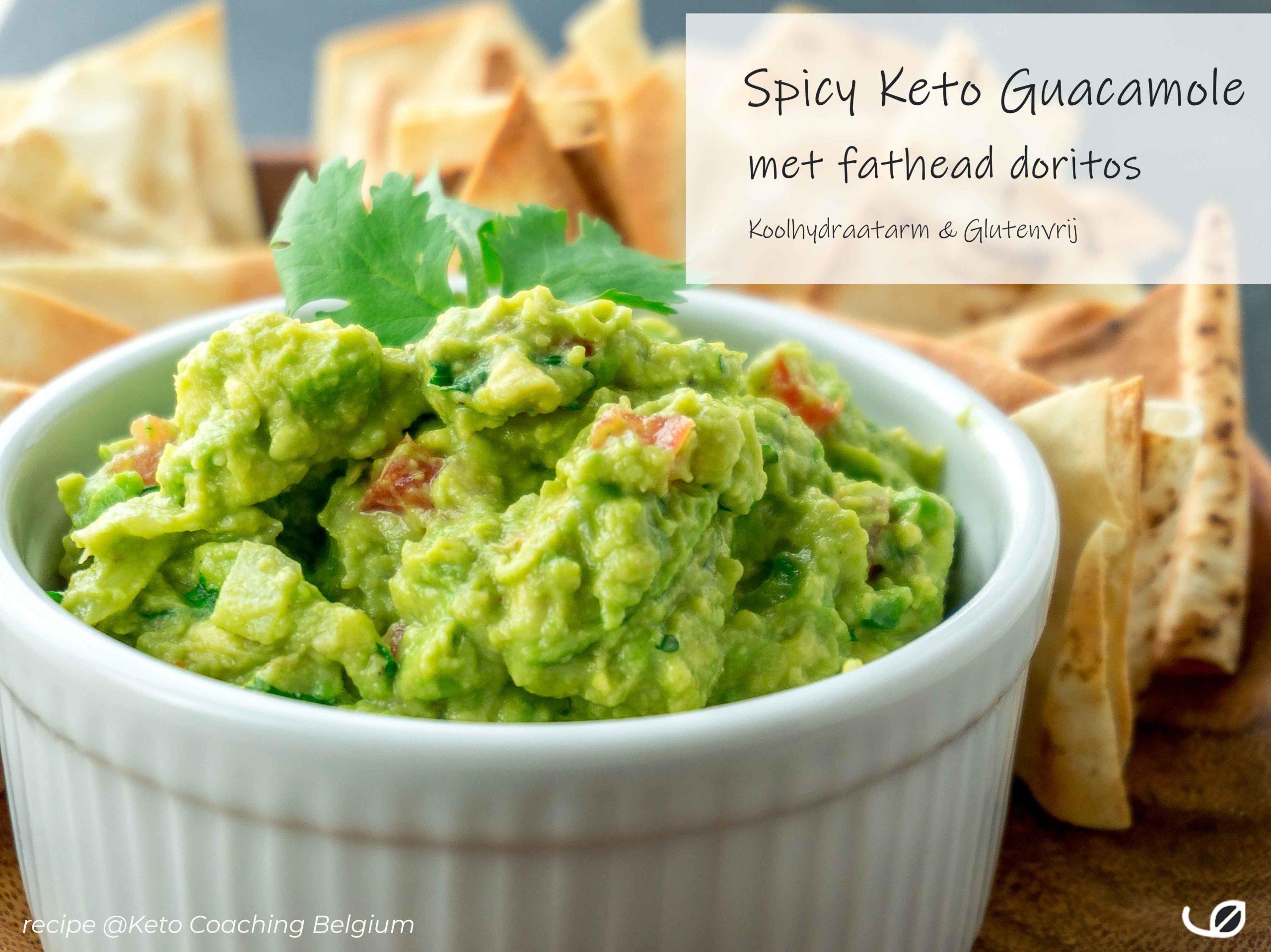Spicy Keto Guacamole met fathead doritos