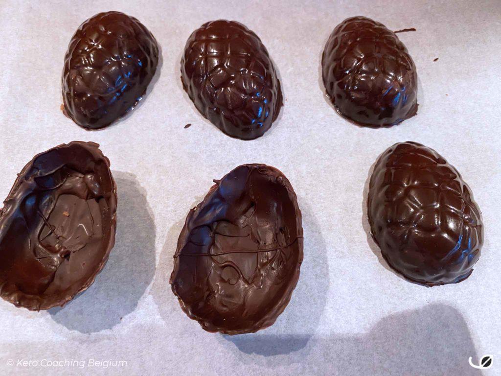 Keto paaseitjes pure chocolade hol uit vorm