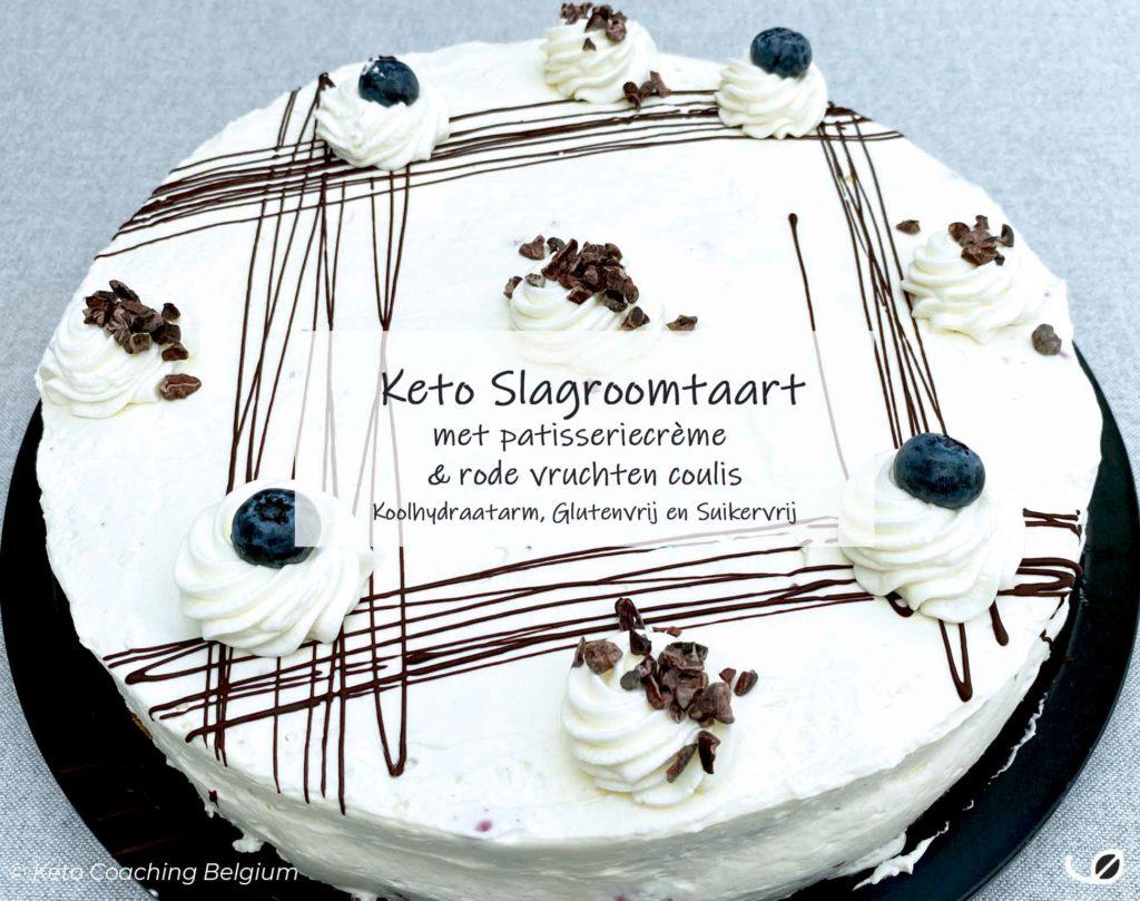 Keto slagroomtaart cake met suikervrije roden vruchten coulis en koolhydraatarme patisserie crème graanvrij glutenvrij