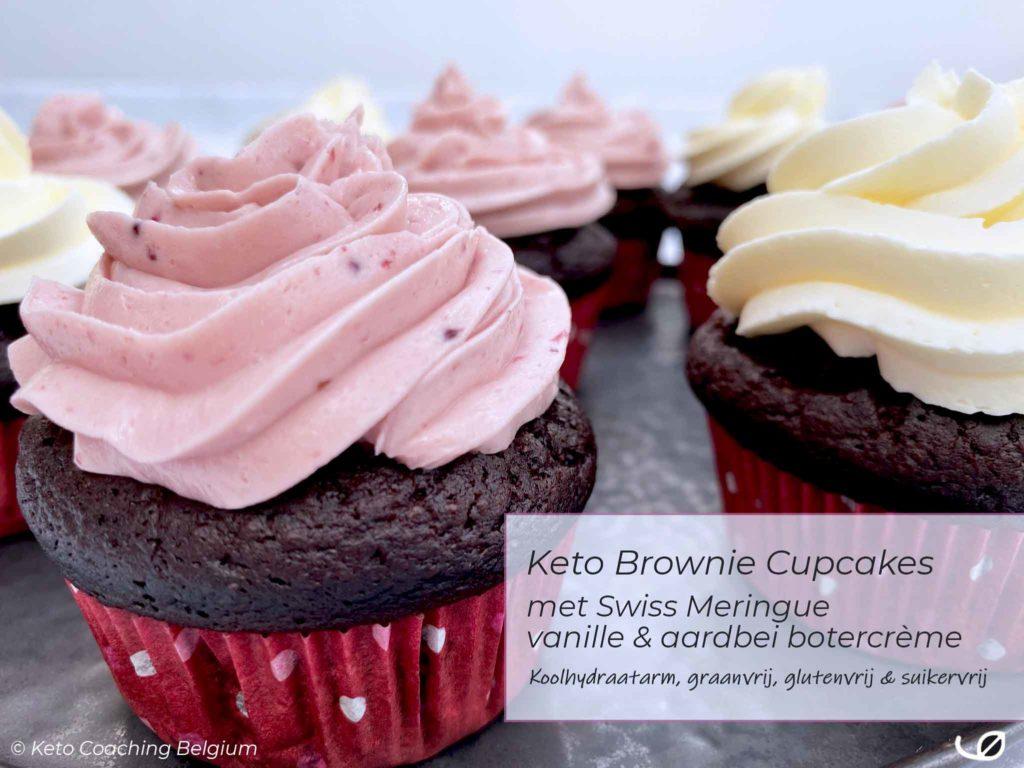 Keto brownie cupcake duo met swiss meringue vanille en aardbei botercrème