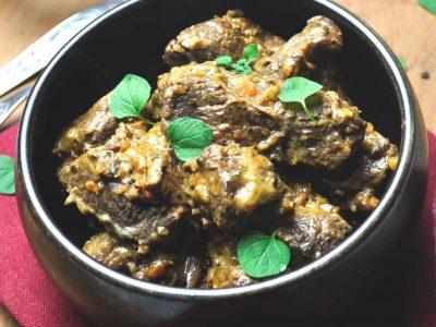 Keto Rundstoofvlees recept voor koolhydraatarme stoverij van rundsvlees met pickles zonder bier